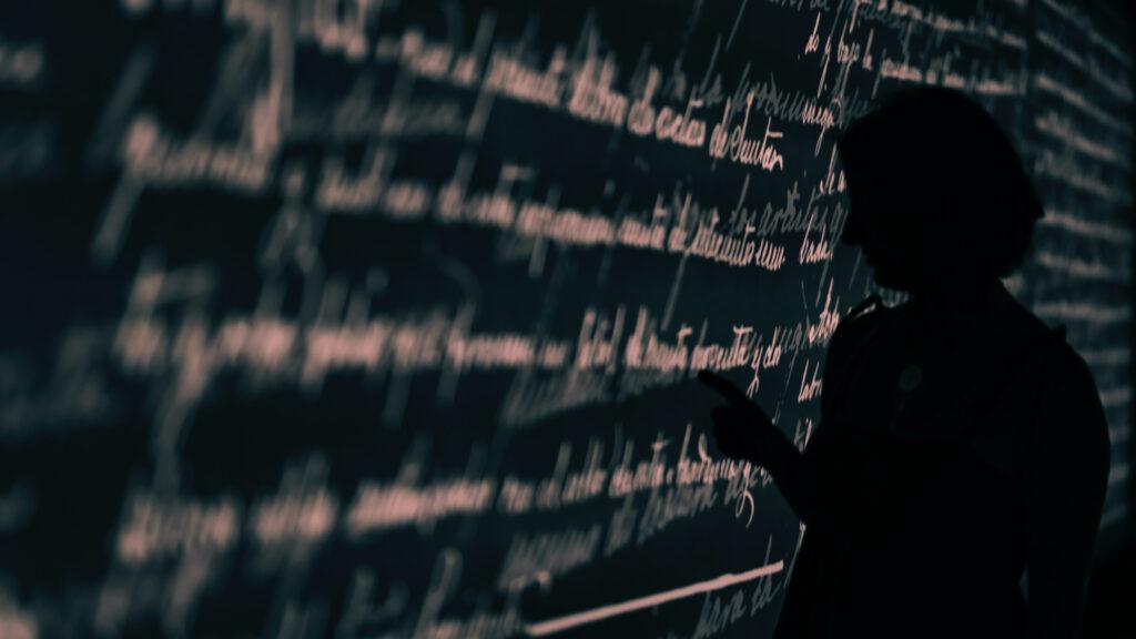 Học ngôn ngữ phần nào đó khác với học kiến thức